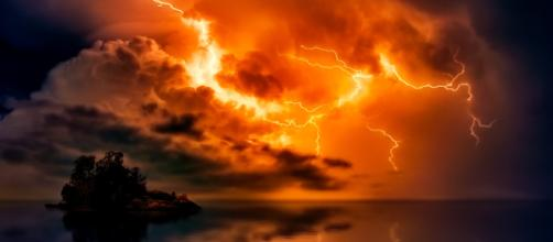 Stormy days are beautiful to behold but can be extremely dangerous (Image via Pixabay/Johannes Plenio)