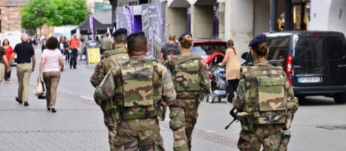 Une voiture fonce sur des militaires en plein footing en Isère - actu.fr