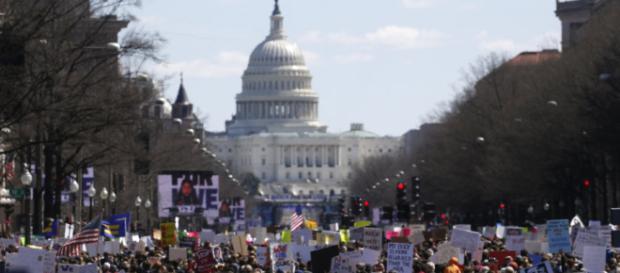Paul McCartney y miles de estadounidenses marchan contra la ... - com.mx