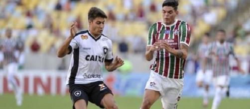 Finalistas da Taça Rio, Botafogo e Fluminense disputam jogador do Internacional-RS (Foto: R7)