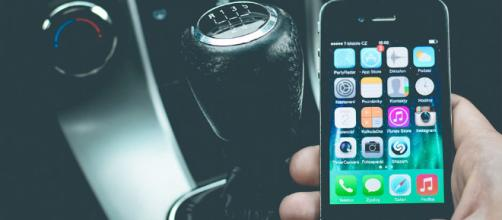 Five top car buying apps for your phone. - [Image source: CC0/Pixabay]