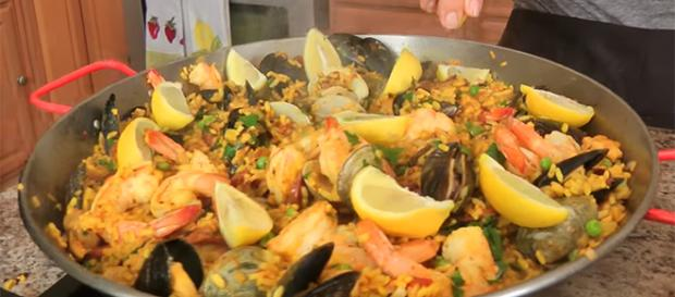 Celebrate Spanish Paella Day by whipping up one of these recipes. - [Image source: Laura in the Kitchen / YouTube screencap]