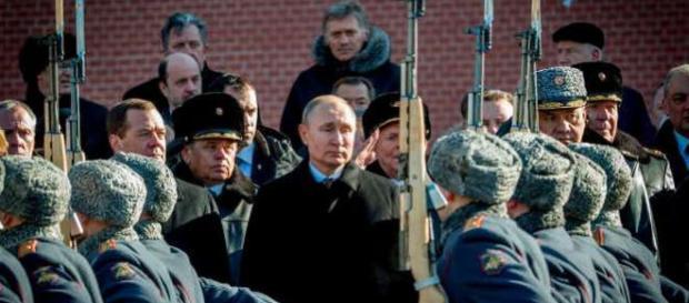 Lumea se întreabă dacă ne întoarcem acolo unde eram în timpul Războiului Rece. - Foto: www.msn.com ( © Yuri Kadobnov / AFP — Getty Images)