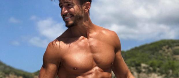 Marco Ferri all'Isola dei Famosi: è gay?
