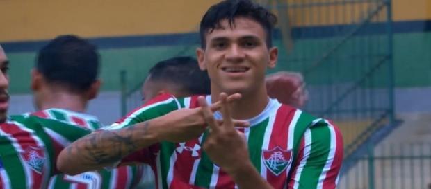 Mesmo em boa fase, Pedro deve ganhar concorrência no ataque do Fluminense (Foto: Reprodução/TV Globo)