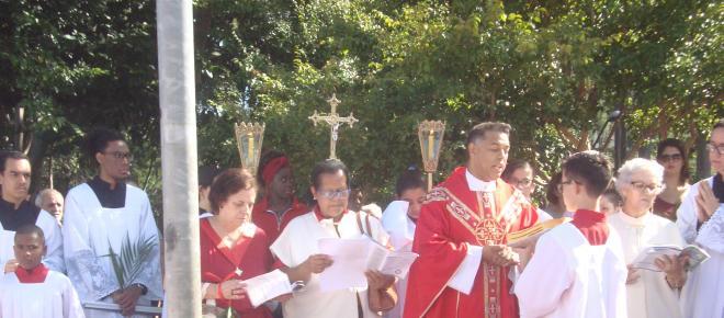 Fiéis celebram Domingo de Ramos lembrando primeiros cristãos