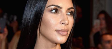 Kardashian se olvida del maquillaje y se presenta así en el ... - lavanguardia.com