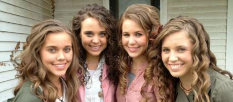 Left to right: Jessa, Jinger, Jana, and Jill Duggar. (Image from watchJojo / YouTube.)