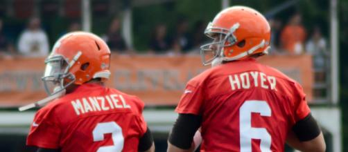 Could Johnny Manziel reunite with Brian Hoyer in New England? [Image via Shuteerbug 459 | Wikimedia]