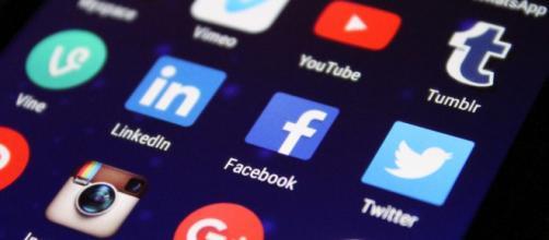 Facebook, il social che traccia i dati: come difendersi