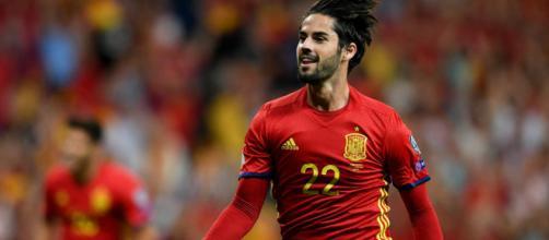 Isco marca un hat-trick con España