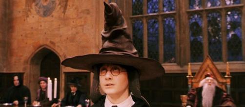 Professoressa bolognese utilizza il cappello parlante di Harry Potter come metodo didattico