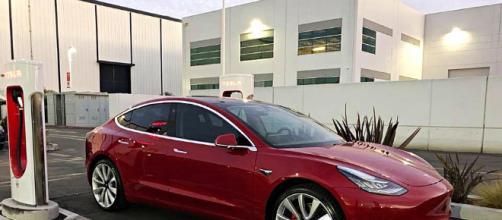 Tesla Motors presenta el nuevo modelo de menor precio 3.