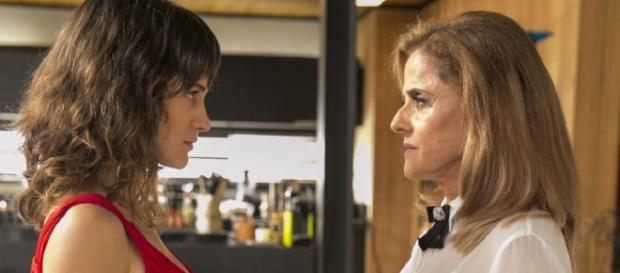 Clara dá surra em Sophia em 'O Outro Lado'. (foto reprodução).