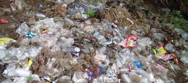 Plastic waste at the village level. - [Image credit – Venkat2336, Wikimedia Commons]