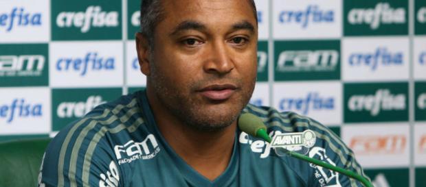 Roger Machado pode ter desfalque. (foto reprodução).