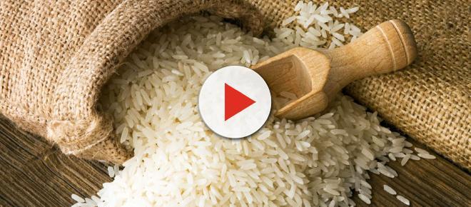 Come preparare in casa l'acqua di riso per avere capelli forti, lisci e lucenti