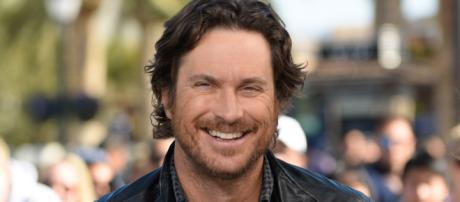 Oliver Hudson: My Estranged Dad and I Are 'Trying' to be Friendly - (Image Credit: ET/Youtube)