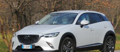 Attesa per scoprire il nuovo modello Mazda CX-3