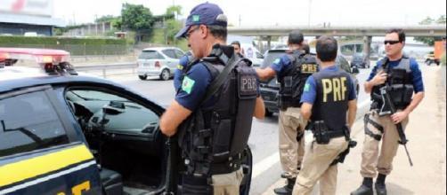Bandidos tentam assaltar policial federal com arma de brinquedo e se dão mal