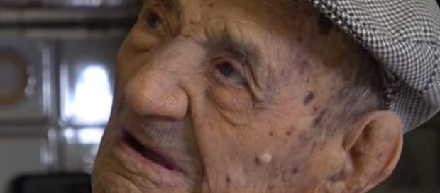 El hombre más viejo del mundo afirma que el vino es la clave.- crearemedios.com