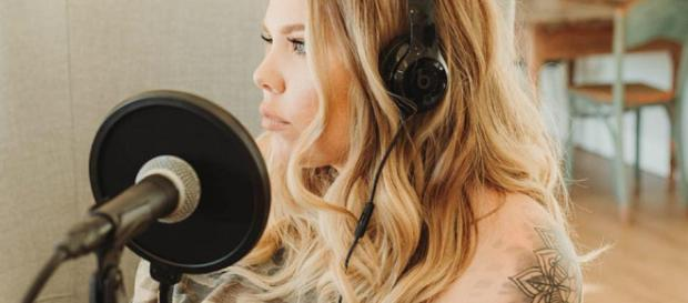 Kailyn Lowry reveals she is in debt.[Image Credit: Kailyn Lowry Official Facebook]