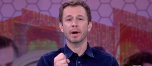 O apresentador está sendo criticado fortemente pelos fãs.