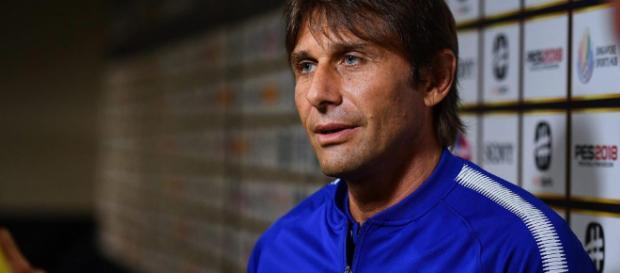 El mánager del Chelsea Antonio Conte insinuó que el tablero del club no coincide con su nivel de ambición