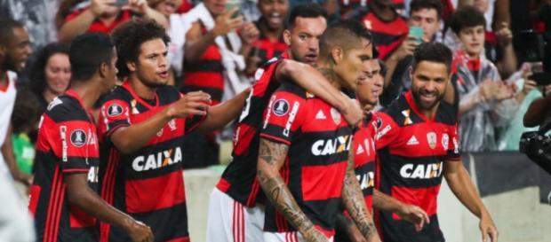 Jogadores comemorando um gol pelo Flamengo