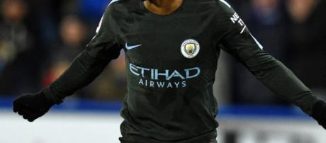 Pep Guardiola dice que Manchester City debe mantener a Raheem Sterling