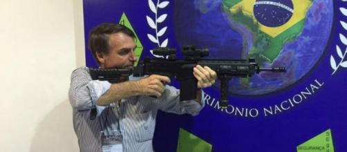 'Arma é garantia de nossa liberdade', comentou Jair Bolsonaro durante discurso