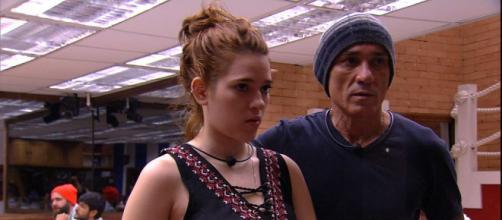 BBB18: Ayrton surpreende, desconfia que Ana Clara seja lésbica e ... - com.br