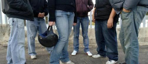Bullismo a scuola: professoressa legata e presa a calci. Classe ... - lastampa.it