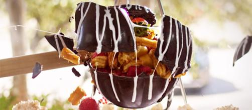 Chocolate piñatas are a fun new way to enjoy dessert. [Image credit: Uncle Julios/YouTube]