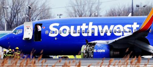 Mulher morre ao ser sugada durante voo para fora do avião. Foto Google