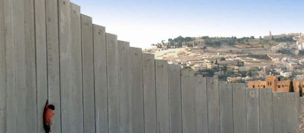 Migrantes piden posada en el muro fronterizo de México con Estados ... - pijamasurf.com