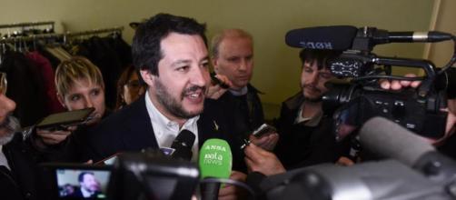 """Gentiloni tentenna ma poi si allinea. Salvini: """"Io contrario"""" - La ... - lastampa.it"""