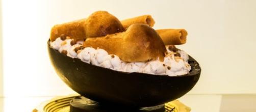 N'Ovo, l'uovo di Pasqua reinventato a Napoli è 'rinforzato' con un cuore di babà e non solo.