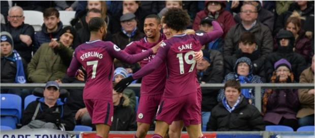 Gabriel Jesus Comemorando Gol com os companheiros