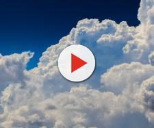 Un cielo parzialmente nuvoloso