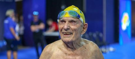 George Corones rompe récord en natación