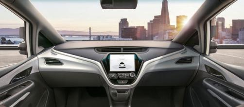 GM avanza en masificar coches autónomos.