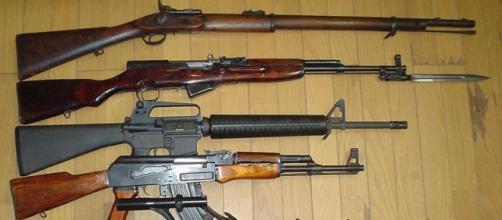 Modern day rifles (Image credit – Amenhtp, Wikimedia Commons)