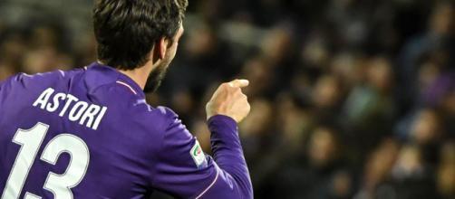 Morte Astori, la consegna della fascia da capitano della Fiorentina