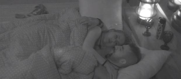 Kaysar e Patrícia trocam declarações no quarto do líder (Reprodução/GlobosatPlay)