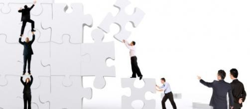 A gestão por competência impulsiona os colaboradores ao alcance da competência profissional.