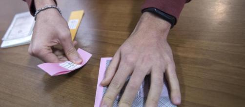 Elezioni 2018: tagliandi rallentano voto - lastampa.it