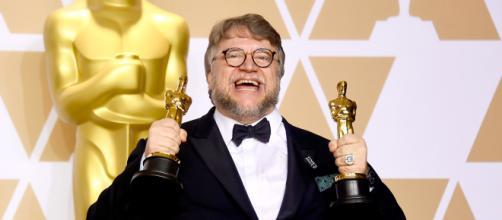 """Guillermo Del Toro remporte deux nouvelles récompenses pour """"La Forme de l'Eau""""."""
