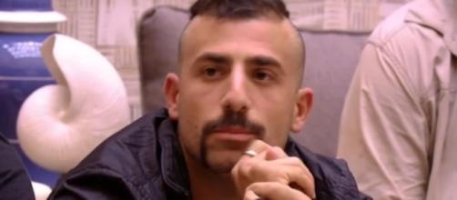 Kaysar atende o pedido de Patrícia e é criticado