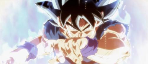 Mientras que el aura de fuego del Saiyajin concentra sólo y únicamente en la batalla continúa